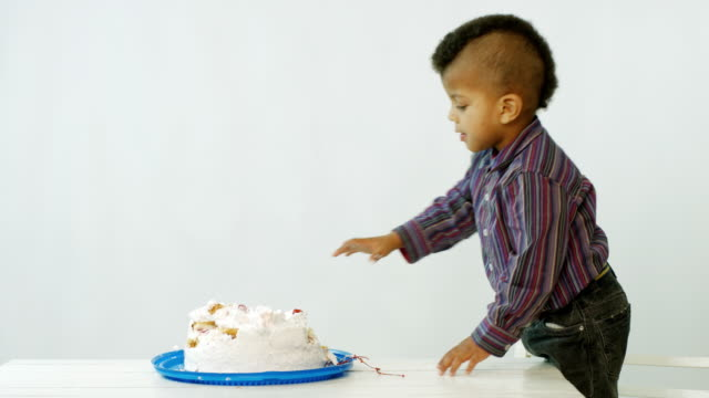 boy eat cake video