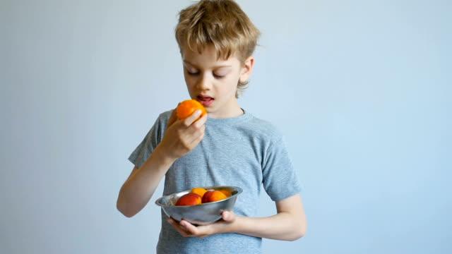 boy eating a peach video