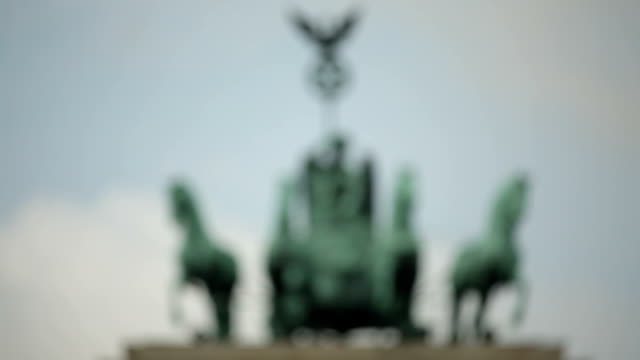 Brandenburger Tor Statue video