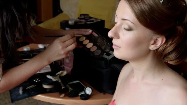 Bridal makeup artist applying eyeshadow video