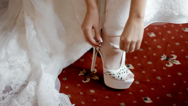 Bride button the wedding shoes video