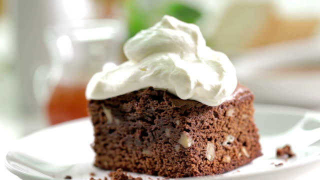 brownie cake with cream video