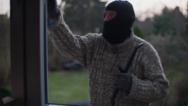 Burglar checking house video