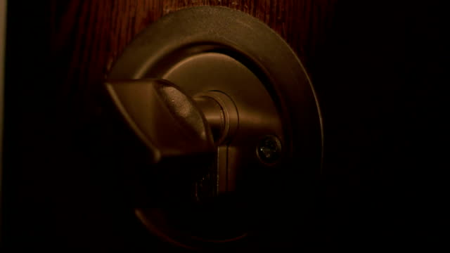 Burglar Opens Lock video