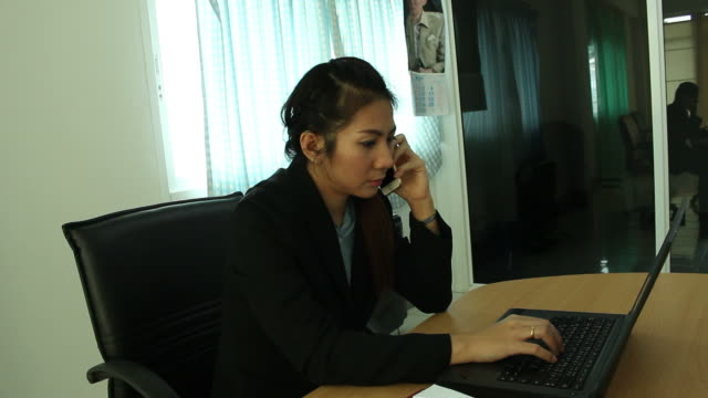 Business woman working in office video