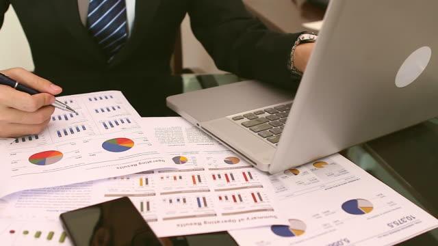 HD: Businessman multitasking desk jobs video