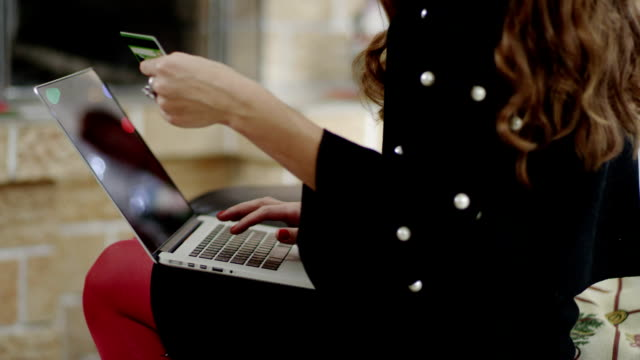 businesswoman paying in the Internet video