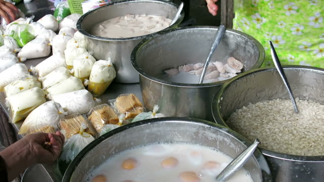 Buying and selling traditional Thai dessert video