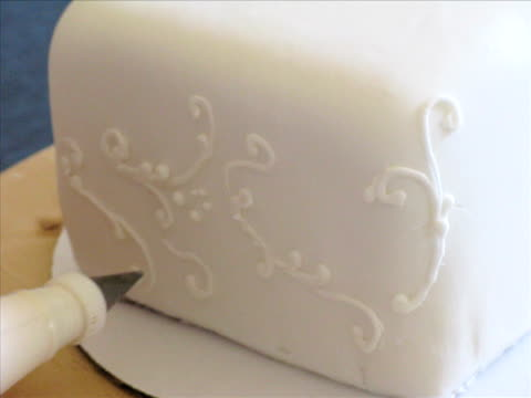 Cake Decorating video