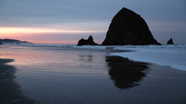 Cannon Beach Sunrise, Haystack Rock video