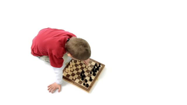 Capable little player chess. Small genius. video