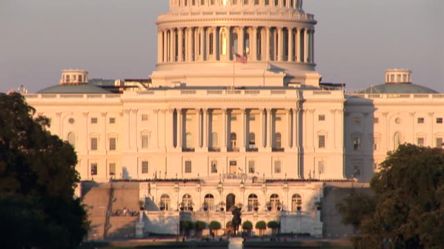 US Capitol - tilt up video