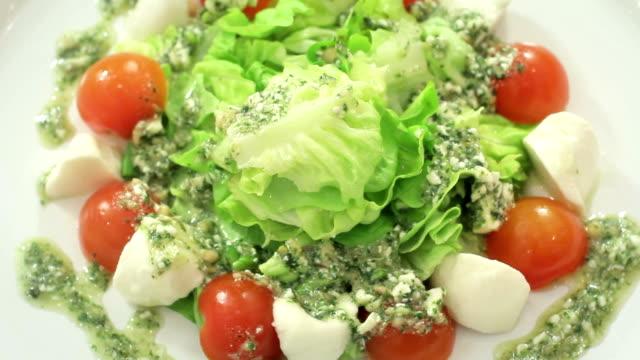 Caprese insalata. video