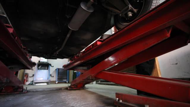 Car lifting video