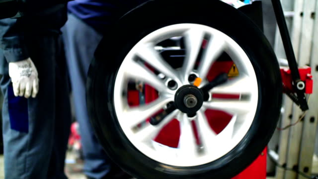 Car tyre replacement and balancing. video