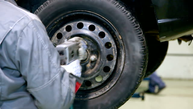 Car wheel installation video
