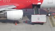 Cargo loading from Airplane video