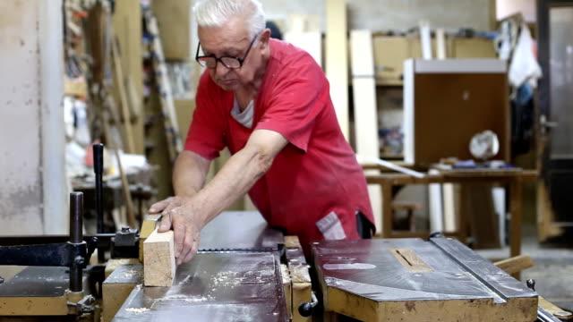 Carpenter works in a workshop video