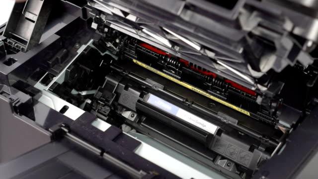 Cartridge replacement in laser printer video