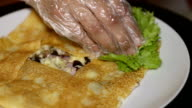Chef add lettuce and sliced tomato to pancake video
