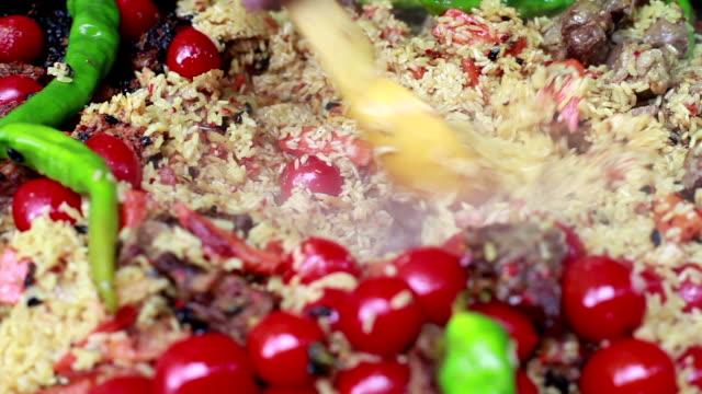 Chef prepares delicious pilaf video