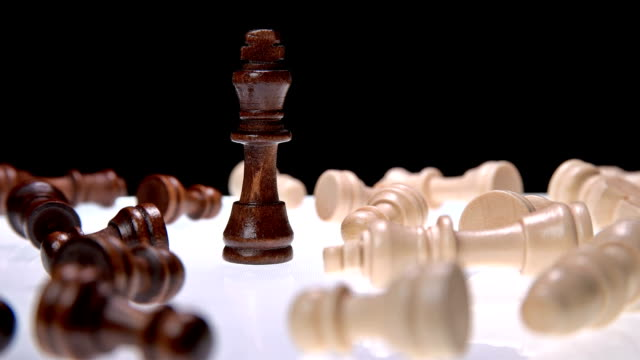 chess king among the defeated enemy video