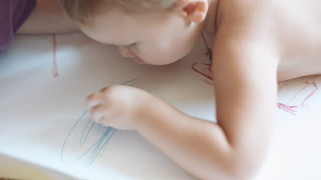 Child draws a scribble. video