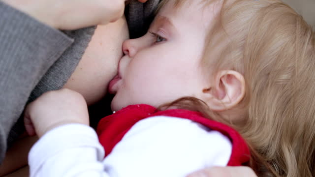 Child eats chest video