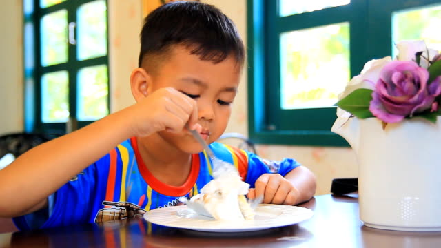 Children eat cake in the cafe. video