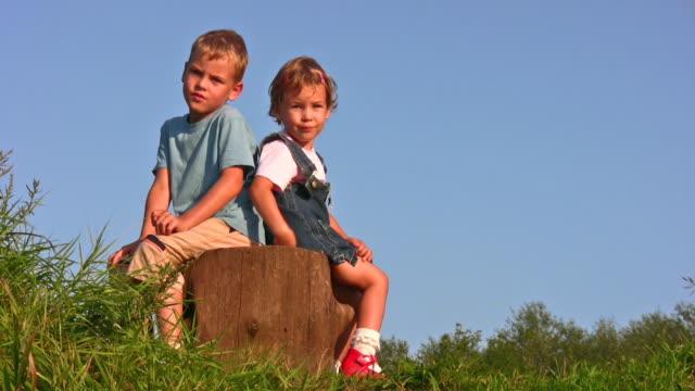 children on stump video