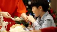 Christmas Dinner Crackers video