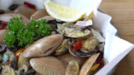 Clams with white wine video