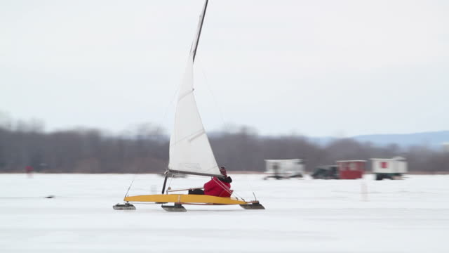 DN class iceboat video