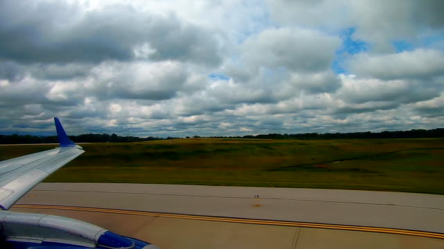 Cleveland, USA - 06, 2017: Passenger aircraft ready for departure at the airport in Cleveland video