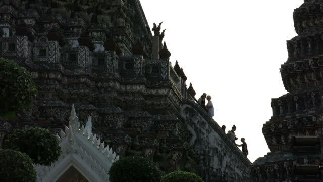Climbing steep steps in Wat Arun – Temple of Dawn video