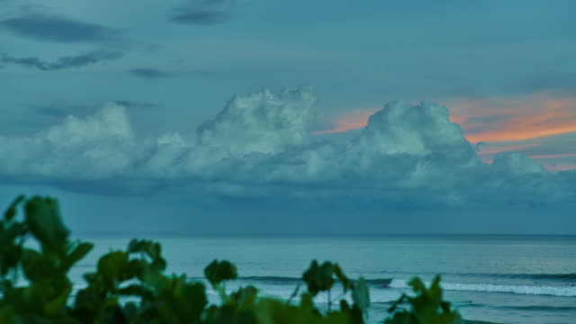 Cloudbreak Bali Timelapse video