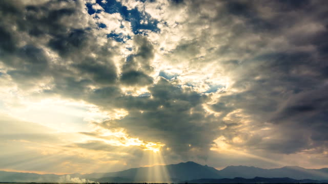 Clouds and sunbeams,Time Lapse video