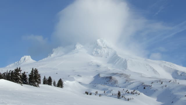 Clouds over Mt.Hood, time laspse, zoom out video