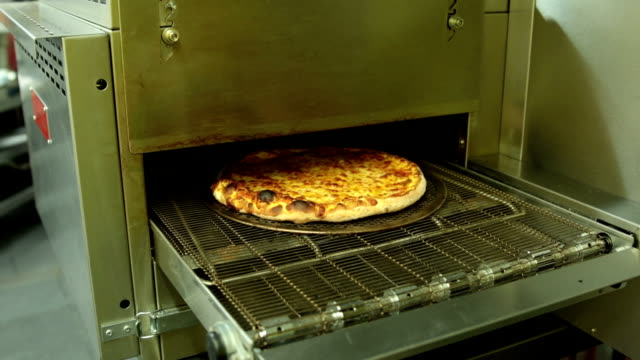 Commercial pizza oven, fast motion, real time 4mins video