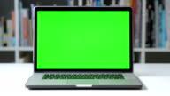 DOLLY SHOT: Computer screen chroma key tracking video