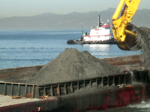 Construction: Loading Barge video