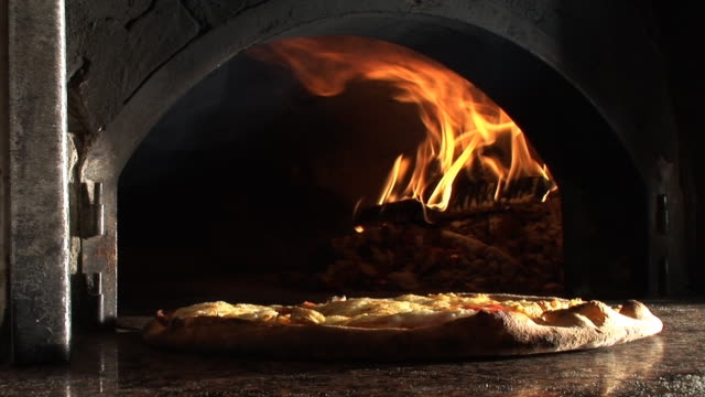 HD: Cooked pizza video