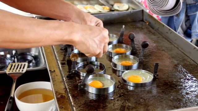 Cooking eggs video