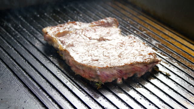 Cooking steak the grill video