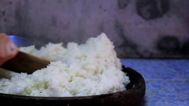 Cooking sticky rice video