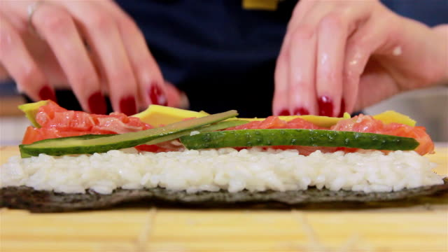 Cooking sushi video