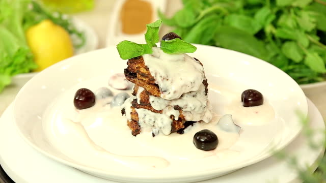 Cottage cheese pancakes with cherry yogurt topping video
