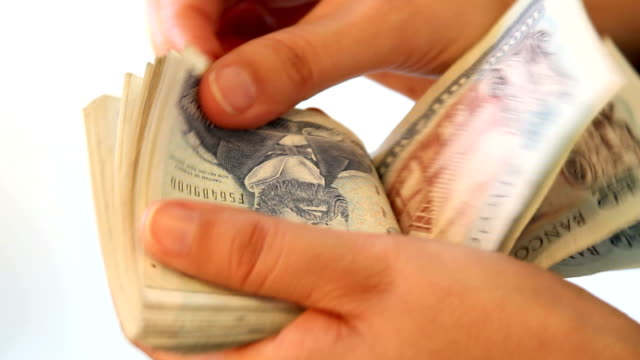 Counting chilean money video