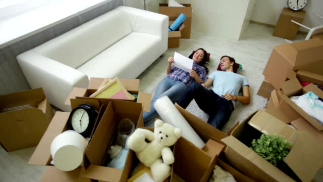 Couple belongings video