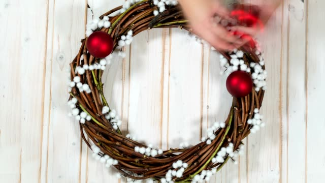 creating a Christmas wreath video